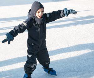 Skøjtebanen byder på både det sunde og det sjove.