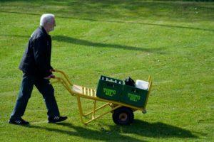 Her gøres der klar til 3. halvleg ved en af sommerens fodkampe. Foto: EUI