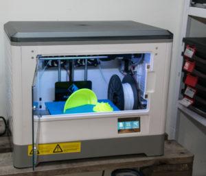 Her er den seneste 3D-printer og på Sønderborg Bibliotek lærer du, hvordan du bruger den bedst muligt.
