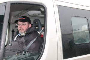 Svend Schütt på farten i sin nye bil.