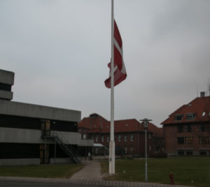På Sønderborg Sygehus blev der flaget på halv. <div class=