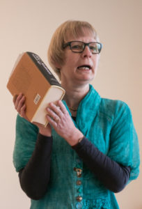 Lise Guldberg fik dette værk og skulle vælge digte, hun ville sætte musik til.