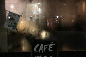 En fyldt Café Figo giver duggede ruder.