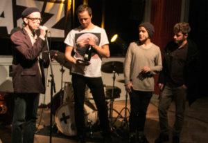 En af dommerne udråber Viktor Sandstrøm Trio som vindere.