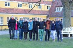 Ansættelsespanelet. Fra venstre mod højre: Lauge Schøler (Epos' udvælgelseskoordinator), Alea Moreno (kommende forstanderfrue), Mette Østerby (afdelingsleder på Sjølundsskolen), Mia Lilliendahl (bæredygtighedskonsulent), Ditte Sø (tidl. udvælgelseansvarlig for United World Colleges/UWC), Mathias Granum (forstander for Epos), Esben Wilstrup (pædagogisk konsulent), Theis Kamuk Larsen (tidl. udvælger for UWC), Kamilla Friis (tidl. udvælger for UWC), Mads Lunau (forstander for Østerskov Efterskole)