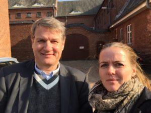 Peter Hansen og Ellen Trane kom uden problemer ud fra Sønderborg Arrest. <div class=