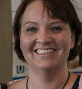 Charlotte Riis Engelbrecht vil have flere kvinder til at interessere sig for politik.