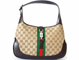 Nogle kvinder vil hellere investere i sko, tøj og Gucci end uddannelser.