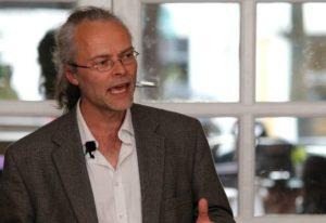 Peter Tudvad slipper lidt af sin store viden fri i Sønderborg. Foto: Ole Kæhler