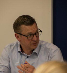 Esben Kullberg fortæller, at inklusionen skal komme nedefra, hvis ideen ikke skal ende blindt.