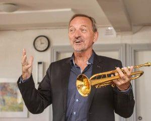 Per Nielsen underholdt skyttebrødrene med både historier og musik.