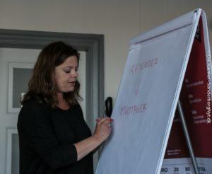 Her fortæller Minna Hallberg, at det ikke er ligemeget, hvem man sender pressemeddelser til.
