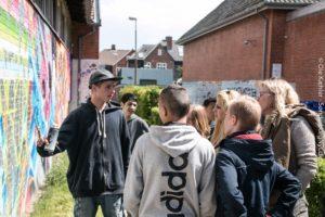 Andreas Weling, tv, fortæller om grafittikunst.