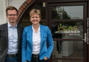 Benny Engelbrecht og Eva Kjer lader op til brunch og politik hos Jespers Kockerier.