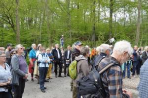 Fejringen af Gendarmstien som Europæisk Kvalitetsvandrevej bød naturligvis på en lille vandring fra Rønshoved Højskole til Munkemølle, hvor talerne blev holdt, og certifikatet blev overrakt.