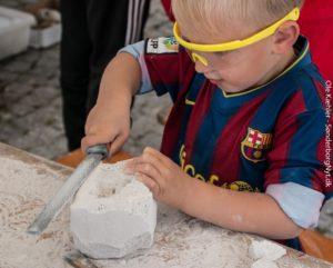 Torsdag kan børn igen komme mellem 15 og 18, hvis de har lyst til selv at lave et lille værk. <div class=