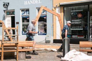 Med gå på mod og kyndig vejledning fjernes teltlejren i Sønderborg city ret hurtigt. <div class=