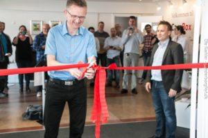 Michael Hamann klipper snoren til Apinas nye lokaler og til et godt samarbejde med fokus på iværksættere. <div class=