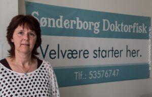Sussi Schur har overtaget Doktorfisk med  hjemmeside og telefonnummer. <div class=