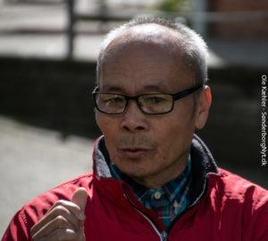 Bal Rei fortæller plejecentrets beboere om sit liv i Nepal.