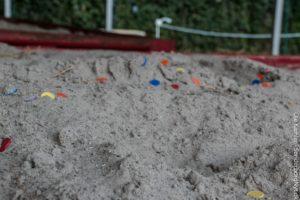 Børn har mulighed for at grave uanede mængder af mønter, som de kan handle for i Børneland. <div class=