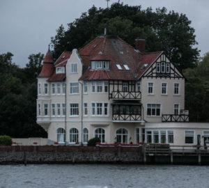 Tidligere hotel og søfartsskole.