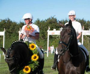 Harry Clausen og Anette Bonnichsen hædres <div class=