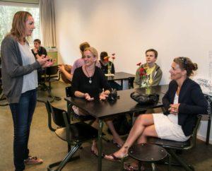 På Sønderborg Friskole kan forældre, børn og lærere sagtens mødes i aftentimerne.