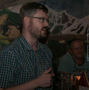 Bjarke Bundgaard forklarede, hvordan de forskellige øl bedst nydes.
