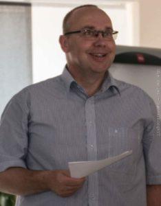 Tim Hansen skal ind på Jobcenter og tænke på en såkaldt hjælper-uddannelse.