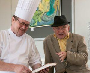 Klaus Græns henter inspiration i de bøger, som Allan Breckling tager med i bogcafeen.