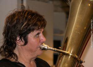 Den musikalske socialrådgiver Margit Mose kan selv spille på 15 forskellige instrumenter.