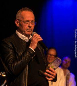 Jesper Hindø fik en pris for sin indsats som blandt andet musikpædagog - og han afslører, han slet ikke er pædagoguddannet.