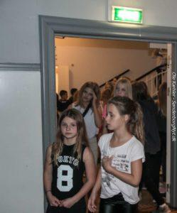 250 børn er gået gennem døren for at feste med.