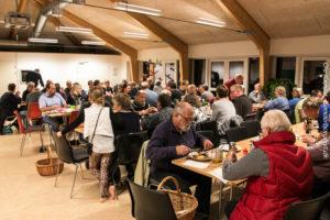 Flere end 80 lokale deltog i den ugentlige fællesspisning.