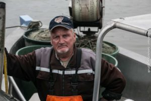 John Fisker vil give børn lov til at fiske.