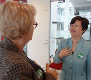 Viceorgmester Aase Nyegaard i samtale med partisekretær Shen Xiaohong fra Haiyan. Arkivfoto.