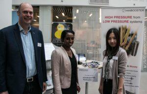 Direktør Christen Espersen, Dilone Lawrence og Xue Gao fra MiniBOOSTER.