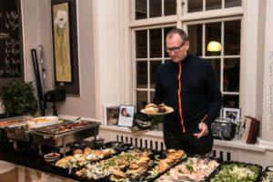 Postbud og kunstner Stig Aunfelt er begejstret for Klaus Græns' menu.