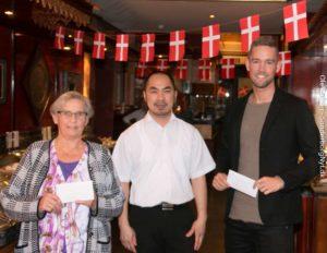 Birthe Sørensen, Sang Trinh og Søren Møller ved uddelingen af vinder-gavekortene.