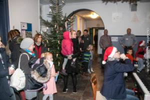 Kommende elever og deres forældre blev budt velkommen med sang.