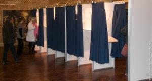 Vælgere guides ind i stemmeboksen, så afstemningsproceduren kører smidigt og kvikt. <div class=