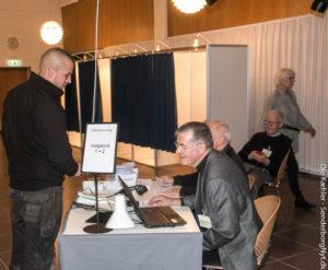 Den unge mand blev sidste vælger, der satte kryds på valgstedet i Sønderborg Bibliotek.