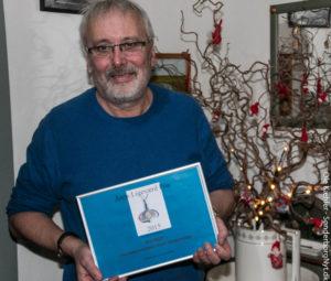 Kim Beier med det synlige bevis på, han har fået Årets Ligeværd-pris.