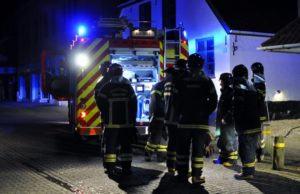 Brandmænd i Storegade i Nordborg. Foto: Per Franson.
