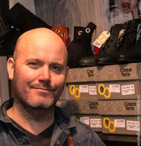 Martin Lindgren Grønvall snakker næsten dagligt handelsliv med andre butiksejere.
