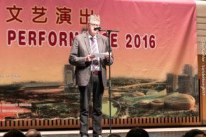 Borgmester Erik Lauritzen byder velkommen til det kinesiske nytårsshow