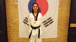 Når Jasmin Hafaidh er i taekwondotøjet, så er hun ikke længere en stille 15-årig