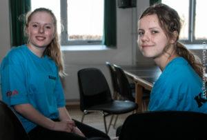 Kathrine og Lærke er dansepiger for KGGO.