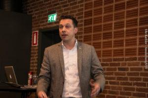 Stefan Johannsen fra Reklamehuset fortæller, at kunderne er Facebook-brugere.